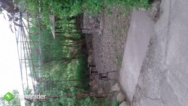 Konstrukcja metalowa altany z grilem i elementami pod ławki oraz kamie - zdjęcie 2