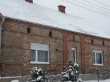Dom na wsi nad jeziorem